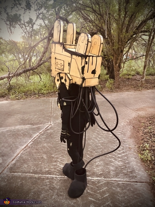Wires, Projectionist from Bendy and the Ink Machine Costume