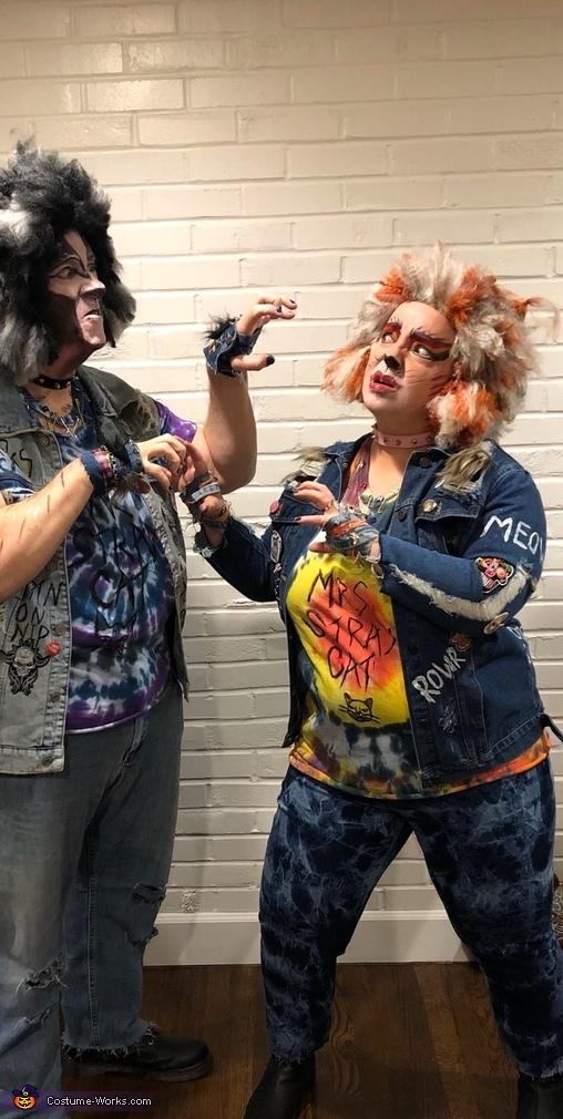Rowr, Punk Stray Cats Costume