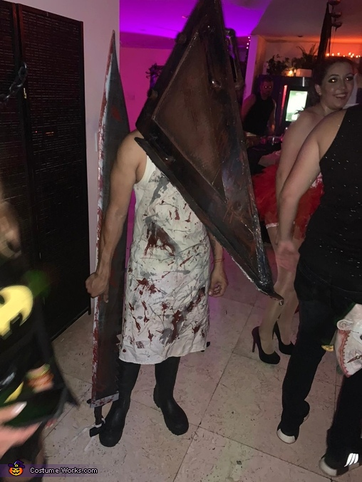 Just chilling, Pyramid Head Costume