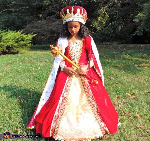 Queen, Queen Costume