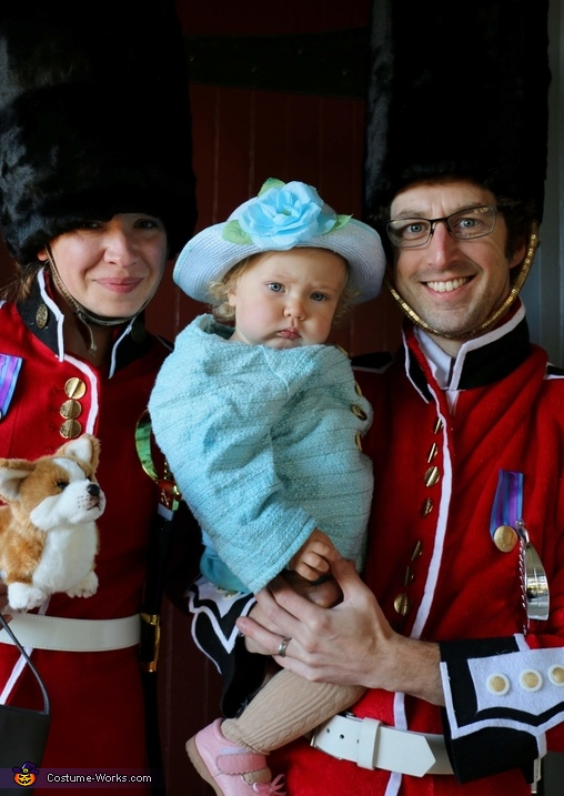 Queen of England and her Royal Guards Costume