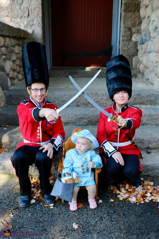 God Save the Queen!, Queen of England and her Royal Guards Costume