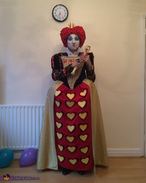 Red Queen ready, Queen of Hearts Costume