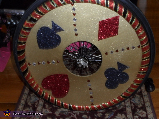 Spoke Guards with Ribbon, Queen of Hearts and her Throne Costume