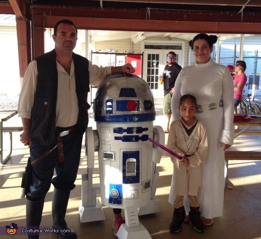 DIY R2-D2 Costume