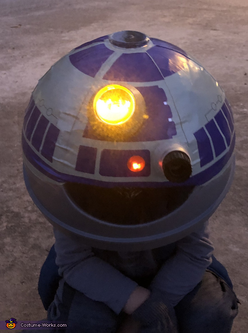 Glowing in the street with just the head, R2D2 Costume