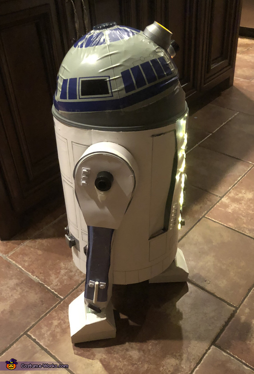 The side, R2D2 Costume