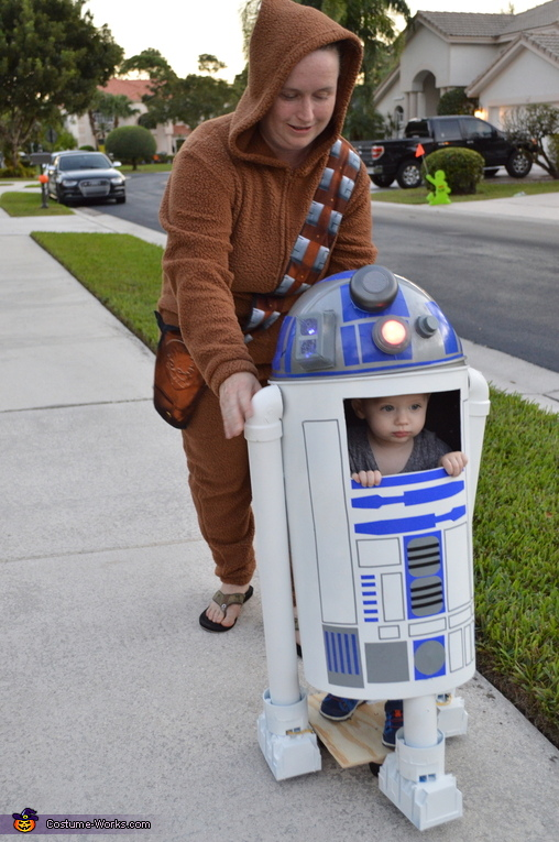 R2D2 on the move, R2D2 Costume