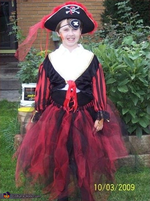 Pirate Girl Costume  sc 1 st  Costume Works & Pirate Girl home made Halloween costume