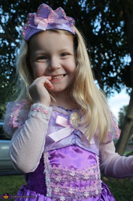 Rapunzel Halloween Costume for a Girl