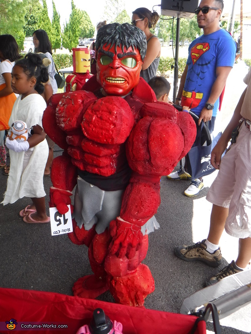 Red Hulk not happy to be there, Red Hulk Costume