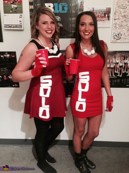 Halloween group costume, Beer pong, red solo cup, bud ... |Diy Halloween Costumes Red Solo Cup