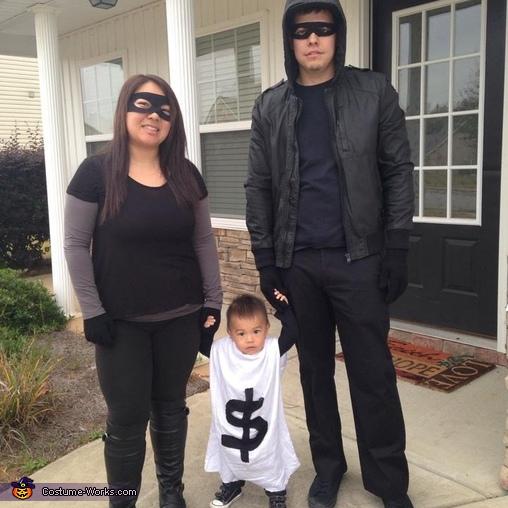 Robbers & Bag of Money Family Costume