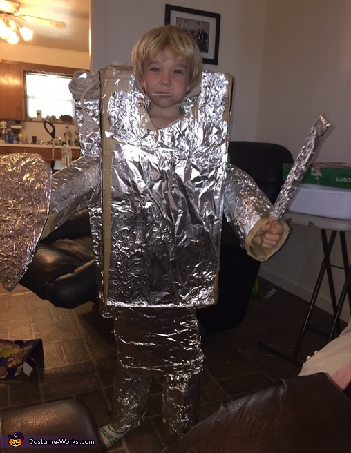 First covering of foil, Robot Costume