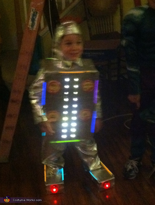 Awesome Robot - Homemade costumes for boys