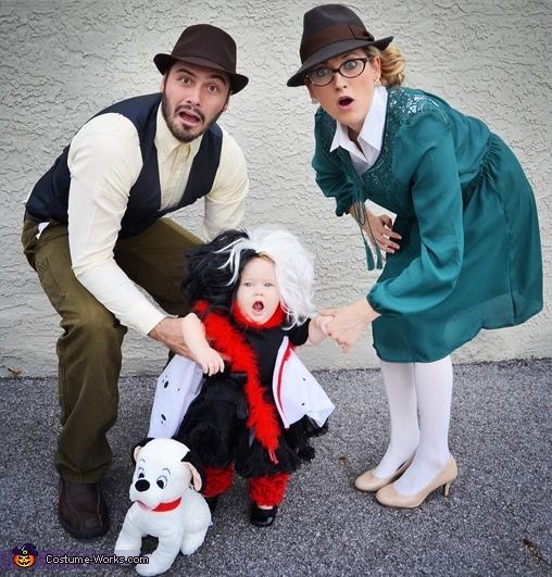 Roger & Anita Radcliffe catch Cruella de Vil Costume