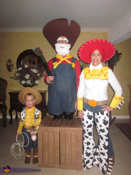 Woody's Roundup Gang - Homemade costumes for families