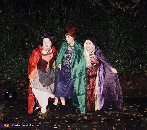 The famous Sanderson shuffle, Sanderson Sisters Costume