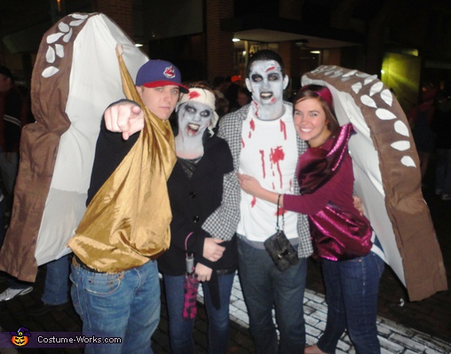 Sandwiching Zombies. Peanut Butter and Jelly Sandwich - Homemade costumes for couples