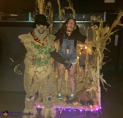 Scarecrow Kills Farmgirl Costume