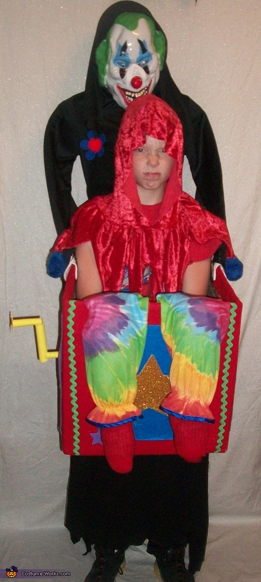 Scary Clown Carrying Jester Illusion Costume