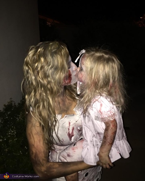 zombie kisses, Scary Zombie Family Costume