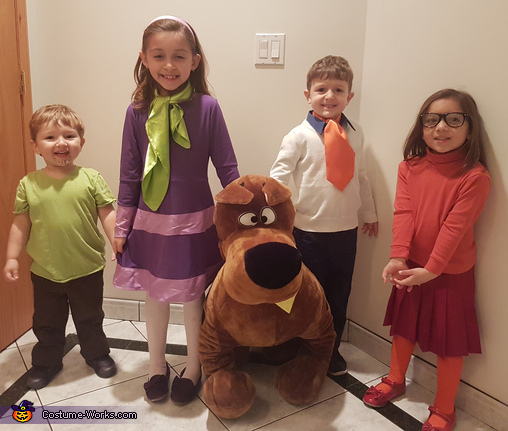 Let's split-up and look for clues., Scooby-Doo and the Gang Costume