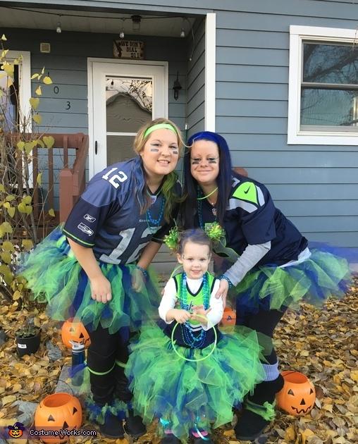 Seahawks 12's Family Homemade Costume