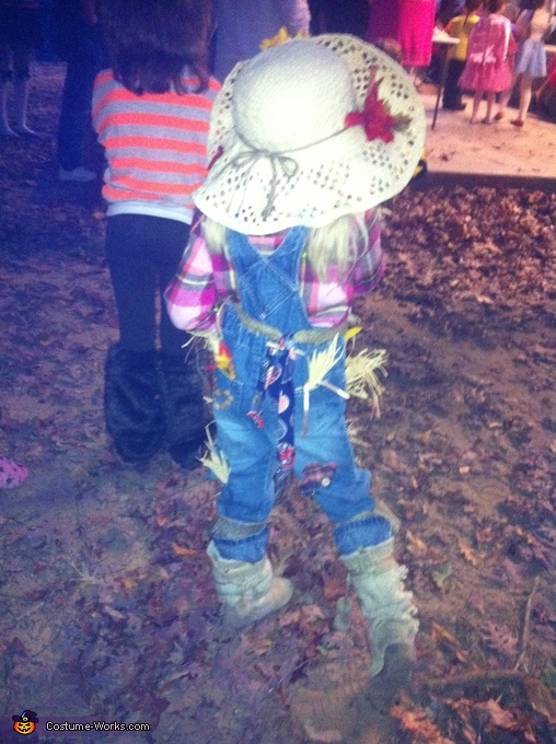 Scarecrow Halloween Costume Idea for Girls