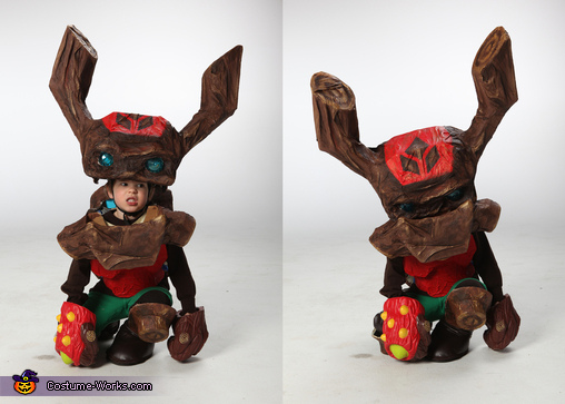 He could close the mouth by putting his head down!, Skylander Tree Rex Costume