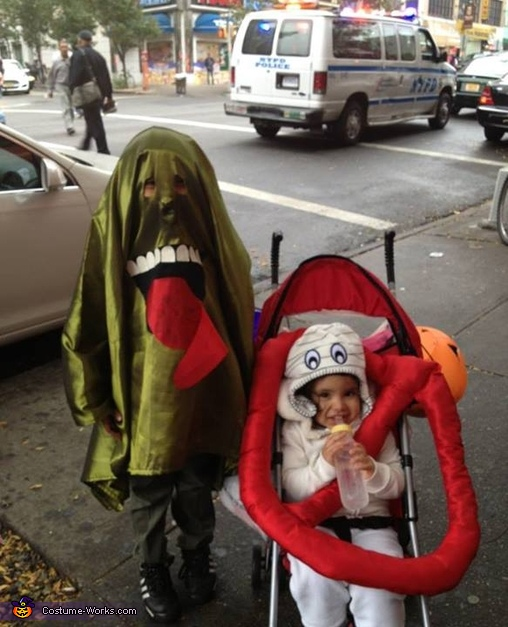 Ghostbusters 2, Slimer and the Ghostbuster Sign Costume