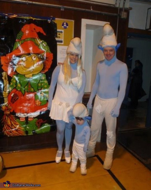 Baby Smurf with Parents - Homemade costumes for families