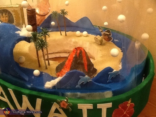 Some of the inside detail of the Hawaiian snowglobe, Snow Globes - New Orleans and Hawaii Costumes