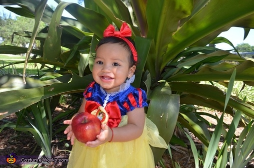Poisoned Apple, Snow White Baby Costume