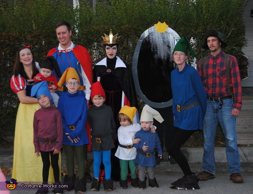 Snow White and the Seven Dwarfs Family Costume