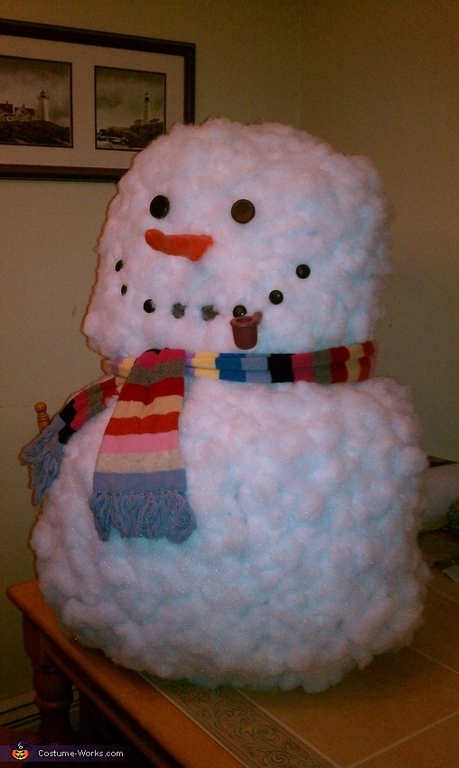 What is the way to make a homemade snowman costume?