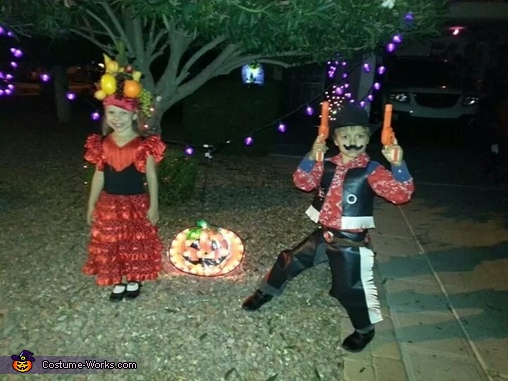 Spanish dancer and the Sheriff, Spanish Dancer and Sheriff Costume