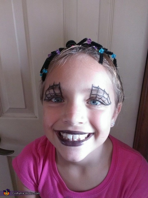 The front of her hair and her makeup (no costume), Spider Girl Costume