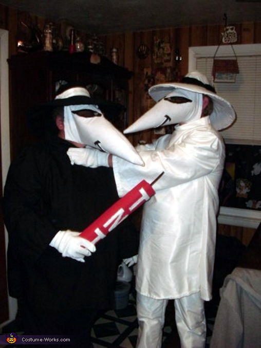 Spy vs. Spy Couples Costume