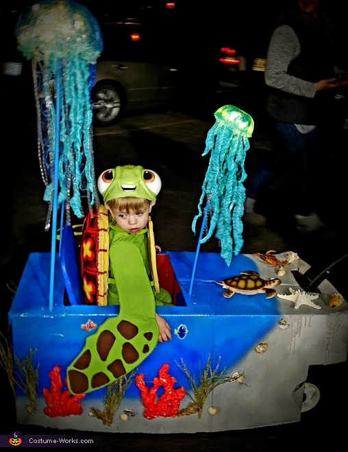 Squirt in his sea wagon with light up jellyfish, SQUIRT from Finding Dory Costume