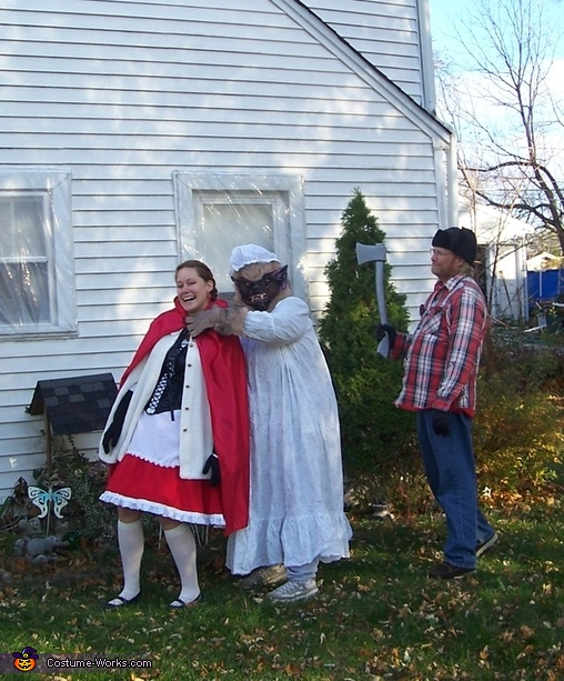 I got Red & hunters gonna get me, Story of Little Red Riding Hood Family Costume