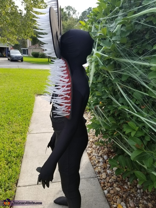 Side view, Stranger Things Demogorgon Costume