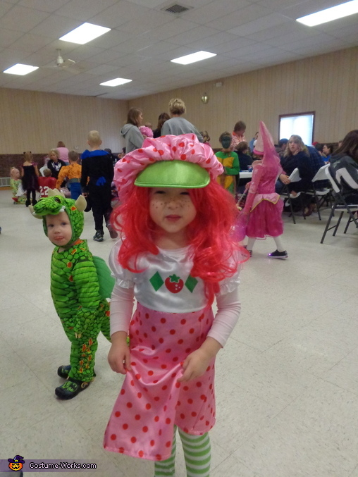 Strawberry Shortcake Costume For Girls Photo 2 2