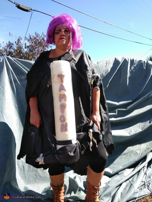 A tampon where the sun don't shine, Tampon Costume