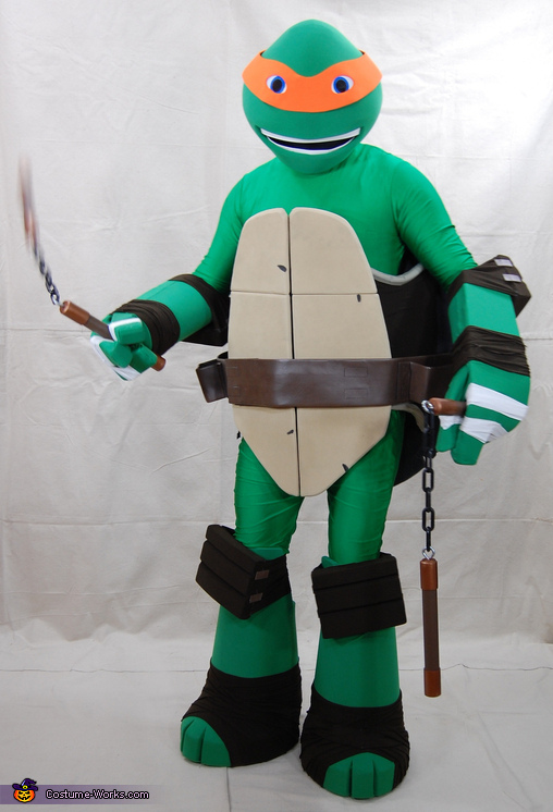 Mikey getting ready to scrap, Teenage Mutant Ninja Turtle Michelangelo Costume