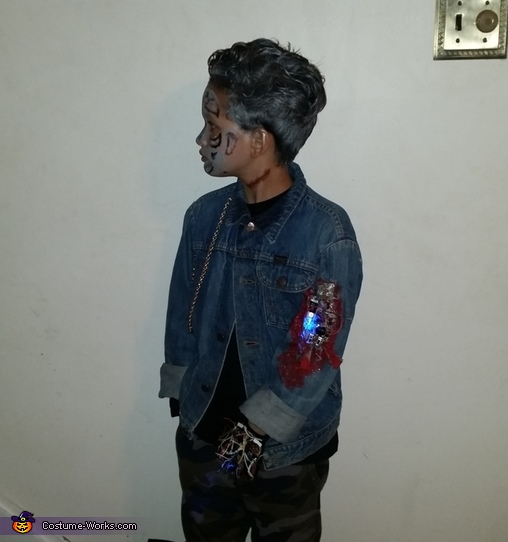 Side view, Terminator Costume