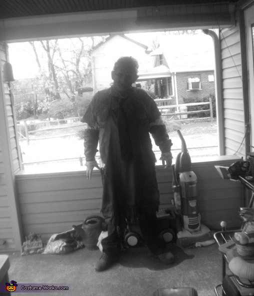 pic in black and white, Texas Chainsaw Massacre Costume