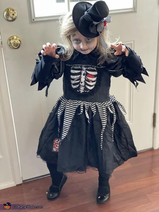 The bones girl, The Bone Girl and Creepy Scarecrow Costume