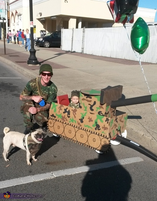 Baby, Daddy, and Dog, The Camo Family Costume