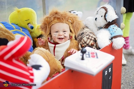 """Westin the Lion-2018, The """"Claw"""" Costume"""